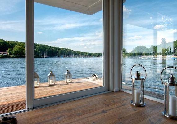 hausboot grunewald berlin. Black Bedroom Furniture Sets. Home Design Ideas